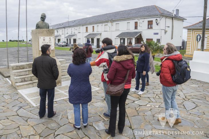 Bloggers junto al busto de Jovellanos