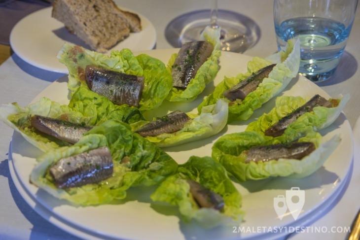 Ensalada templada con sardina del Cantábrico ahumada