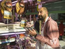 Miguel Llano comprando ternera