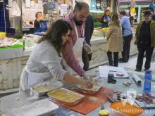 Miguel y Saray preparando cachopo