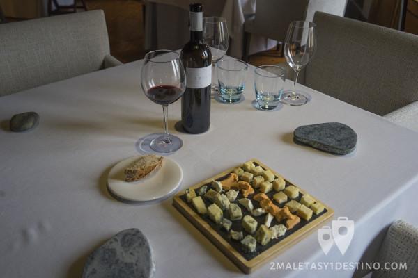 Quesos asturianos y copa de vino