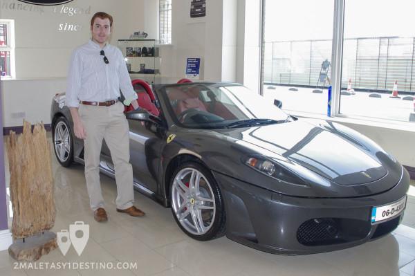 Alfonso Eguino con el Ferrari F430 Spider