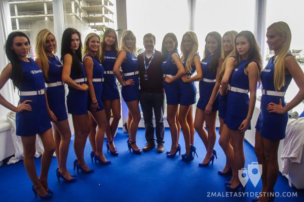 Alfonso Eguino con las Bavaria babes