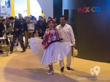 Baile en el stand de México