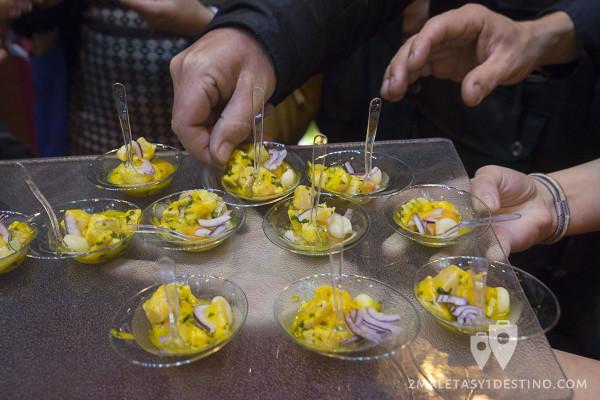 Ceviche en el stand de Perú