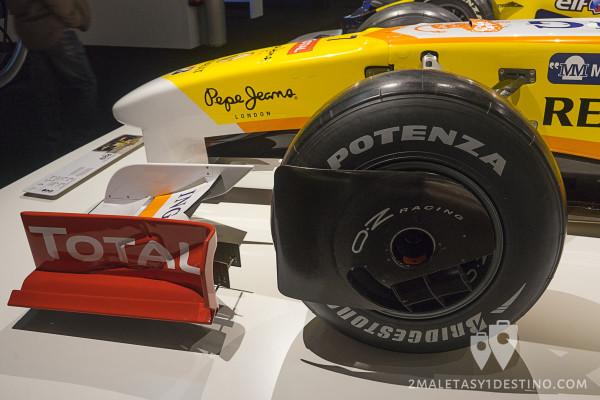 Chapas o protecciones del neumático delantero del Renaul R29