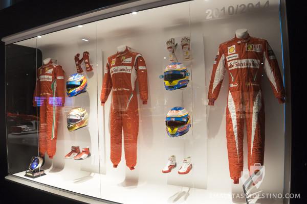 Monos y cascos de Fernando Alonso en Ferrari 2010-2014