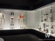 Monos y trofeos en McLaren