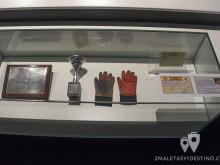 Primeros guantes, licencia y trofeo de Fernando Alonso