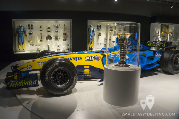 Renault R25 y Trofeo Mundial Formula 1