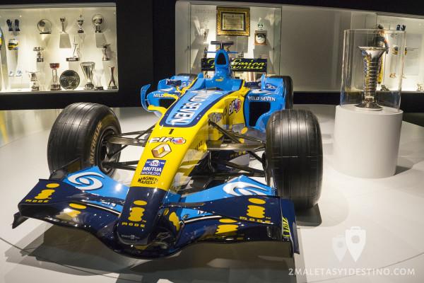 Renault R26 y Trofeo Mundial Formula 1