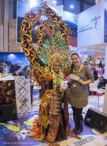 Vanina en el stand de Indonesia en FITUR