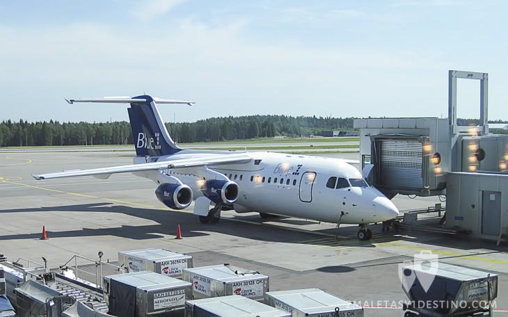 Avro RJ85 de Blue1 en plataforma