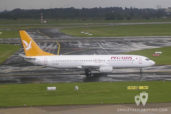 Boeing 737-86N (TC-AAB) Pegasus