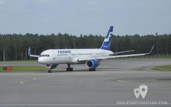 Boeing 757-200 (OH-LBX) Finnair lateral