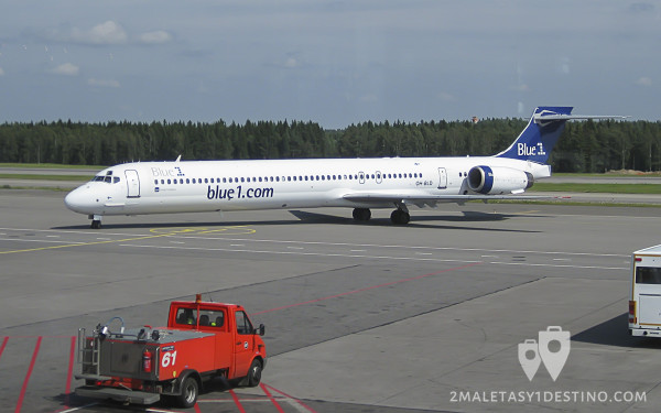 McDonnell Douglas MD-90 (OH-BLD) Blue1