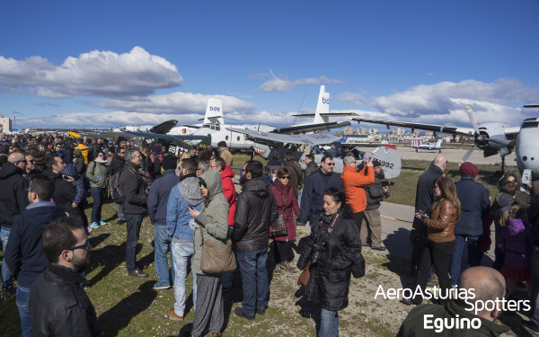 Asistentes a la exhibición aérea de la Fundación Infante de Orleans