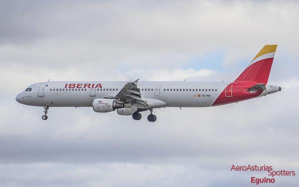 Airbus A321-211 (EC-HUI) Iberia