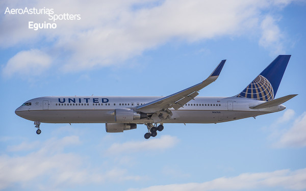 Boeing 767-300 (N661UA) United Airlines