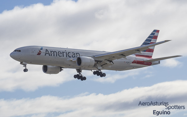 Boeing 777-223ER (N753AN) American Airlines