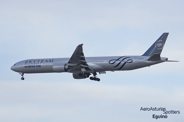 Boeing 777-300 (HL7783) Korean Air librea especial de SkyTeam