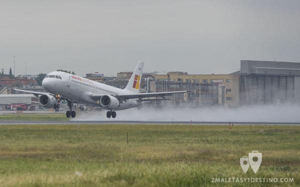 Airbus A320-214 (EC-LKH) de Iberia Express despegando