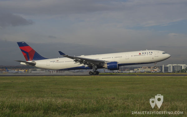 Airbus A330-323X (N813NW) Delta Air Lines