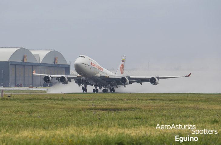 Boeing 747-446 (EC-LNA) Conviasa despegando