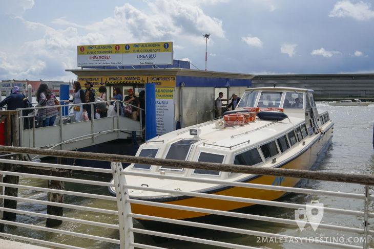 Alilaguna en la estación del Aeropuerto Marco Polo