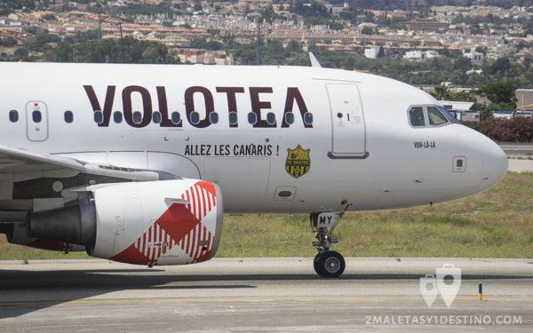 Airbus A319-111 (EI-FMY) Volotea cabina