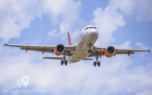 Airbus A319-111 (G-EZDC) EasyJet