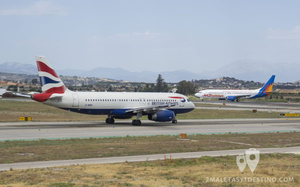 Airbus A320-232 (G-MIDX) British Airways y Boeting 737 de Jet2