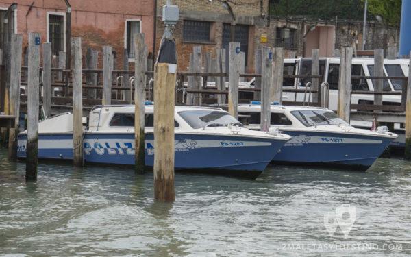 Barcos de Policía en Venecia