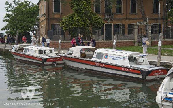 Barcos ambulancias en Burano