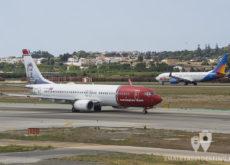 Boeing 737-86N (EI-FJF) Norwegian Air y Boeing 737 Jet2