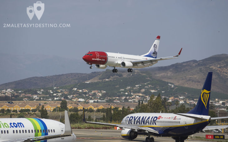 Boeing 737 de Norwegian Air aterrizando, Ryanair y Transavia