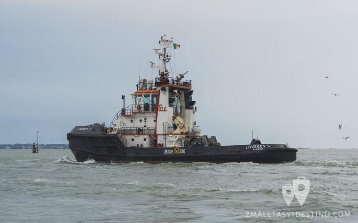 Remolcador de cruceros en Venecia