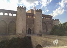 Torres de entrada al Palacio de la Alfajería