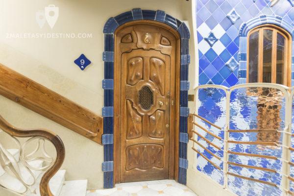 Casa Batlló - Puerta y escalera