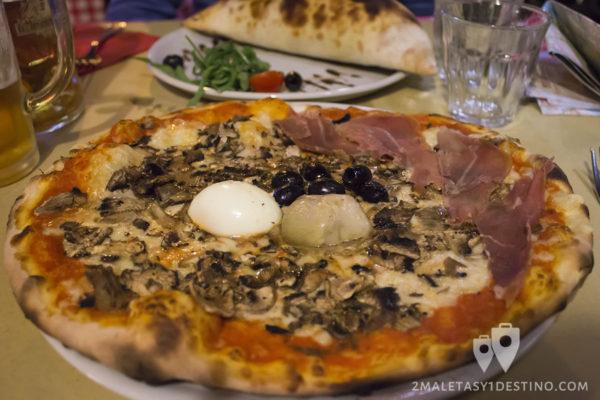 Pizza 4 estaciones en Antico Caffé della Pacce