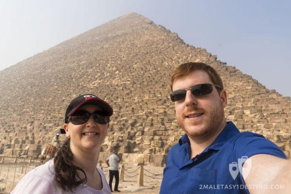 Vanina y Eguino en la pirámide de Keops - Giza