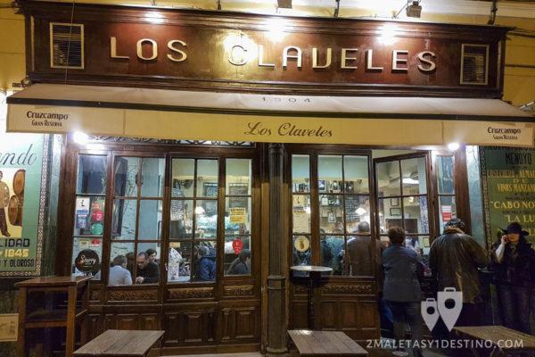 Los Claveles bar