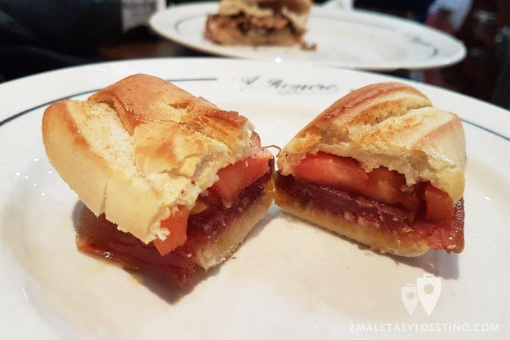 Montadito de mojama en aceite y tomate - Bodeguita Antonio Romero