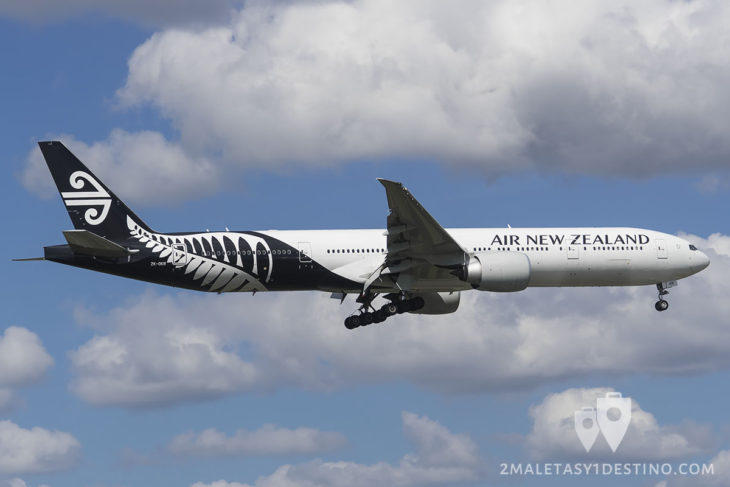 Boeing 777-319(ER) (ZK-OKR) Air New Zealand