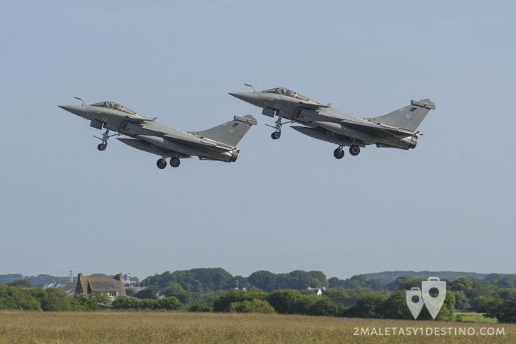 2 Dassault Rafale C/B despegando