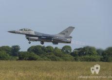 F-16 A/B MLU Fighting Falcon despegando