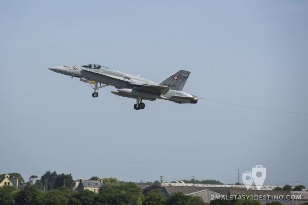F/A-18 C/D Hornet despegando