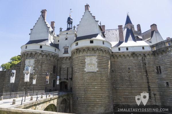 Fachada del Castillo de los Duques de Bretaña en Nantes - Francia