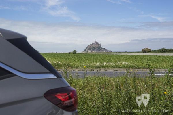Sixt y 2maletas en el Mont Saint Michel - Francia