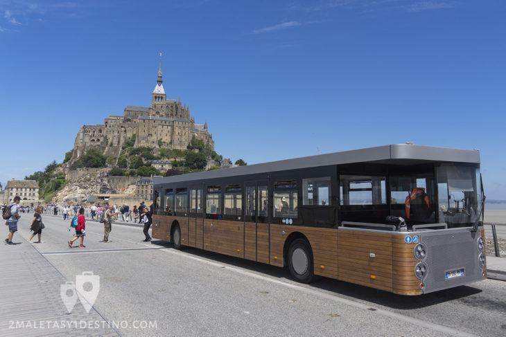 Autobus a Mont Saint Michel en Francia